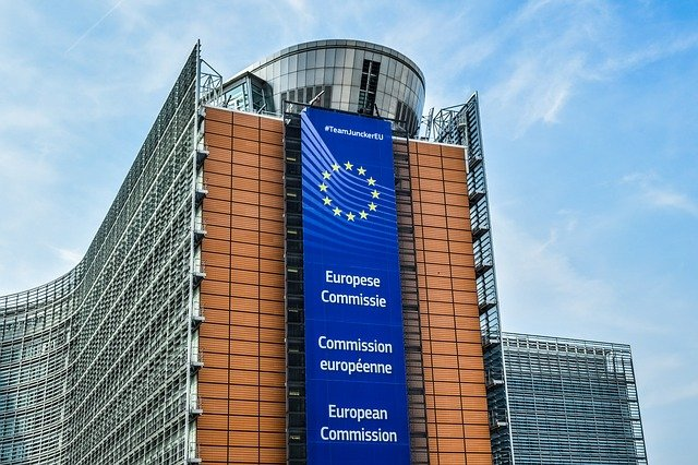 Președintele Iohannis una spune acasă, alta face la Bruxelles. Vor condiționa libera circulație de vaccin!