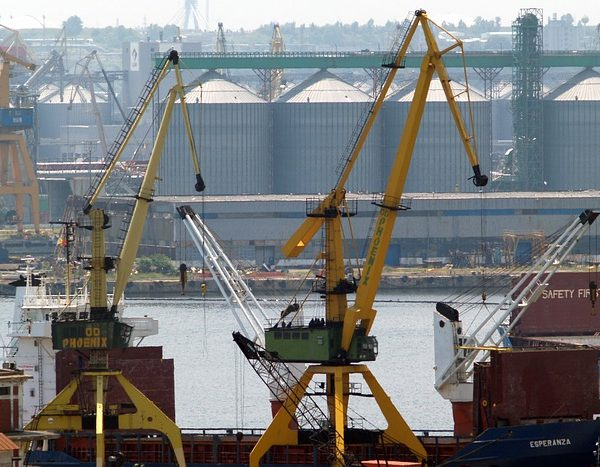 Portul Constanța ameninţă supremaţia Portului Rotterdam. PNL are soluția: îl vinde Olandei!